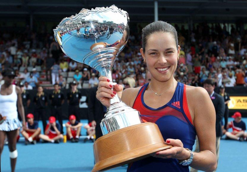 Ana Ivanovič su turnyro trofėjumi