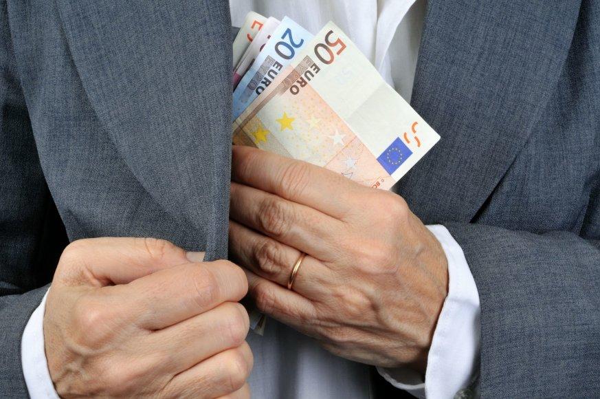 Fotolia nuotr./Didelė dalis EP parlamentinei veiklai skiriamų milijonų išsivaikšto be jokios kontrolės