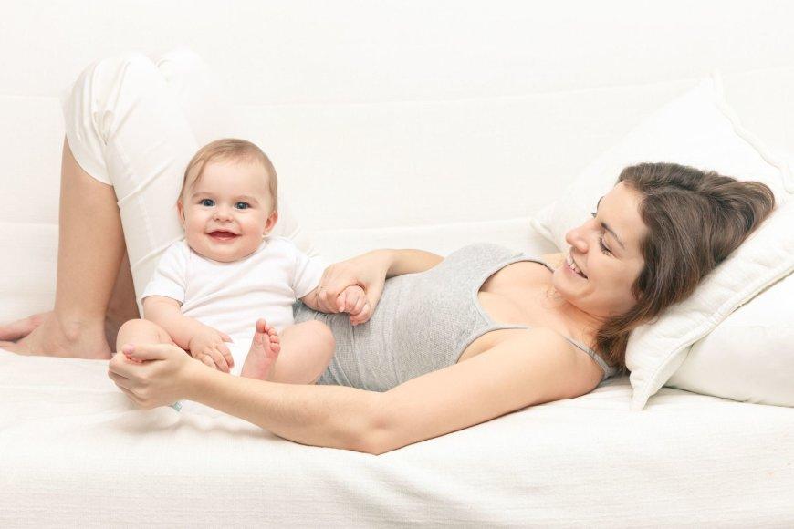 Mama su kūdikiu.