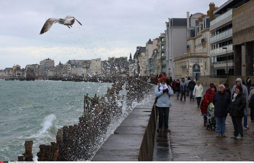 """""""Šimtmečio potvynis"""" Prancūzijoje pritraukė tūkstančius smalsuolių"""
