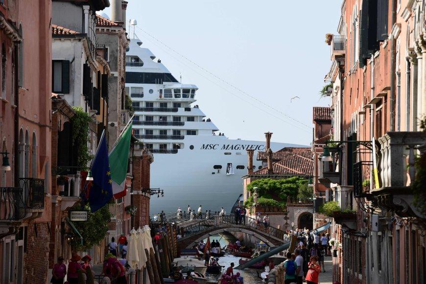 """AFP/""""Scanpix"""" nuotr./Kruizinis laivas Venecijoje"""