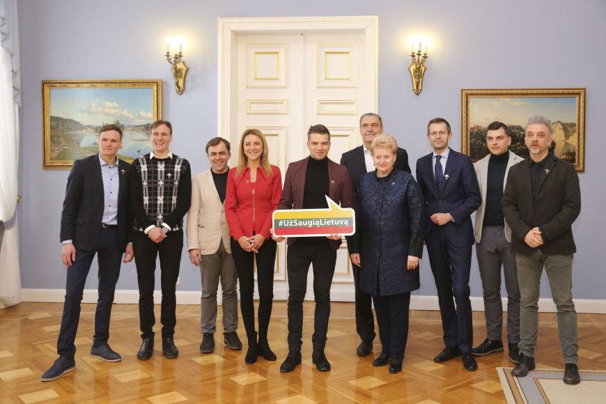 """Prezidentė Dalia Grybauskaitė susitiko su nacionalinės socialinio saugumo kampanijos """"Už saugią Lietuvą"""" ambasadoriais"""