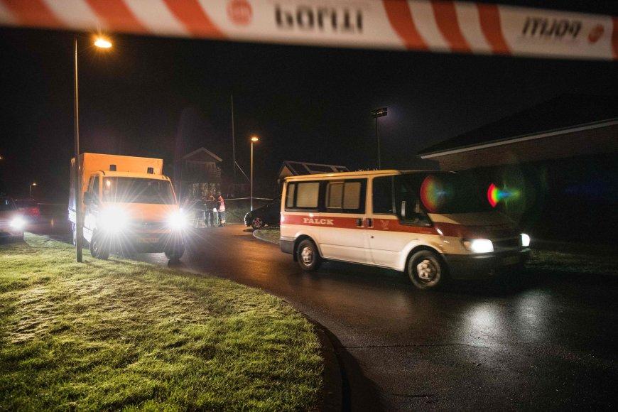 Danijos policija prie namo, kur buvo rasti šešių žmonių lavonai