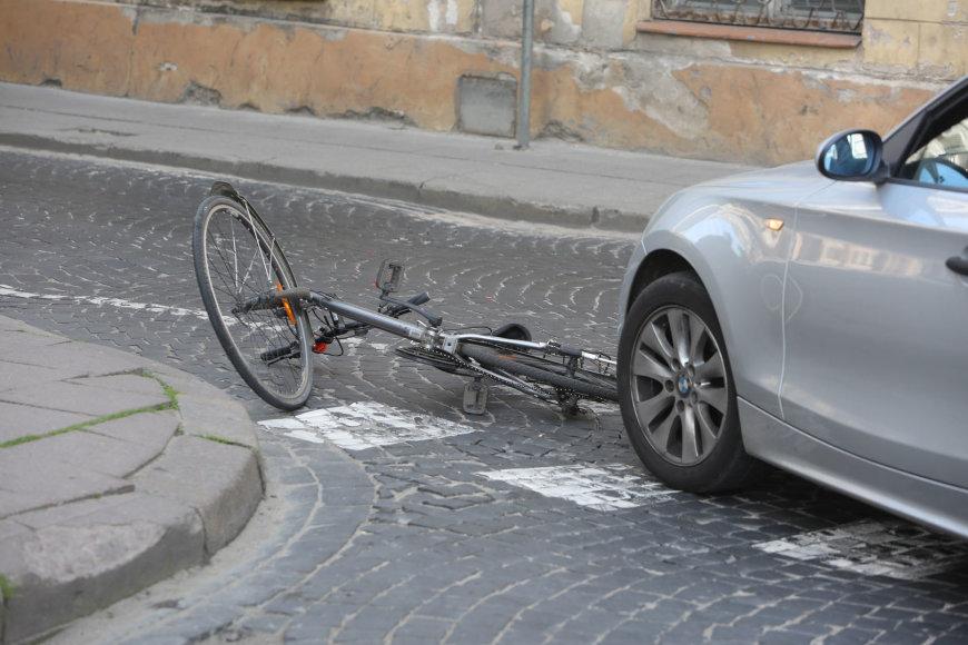 Vilniuje (Liejyklos gatvėje) BMW partrenkė dviratininkę.