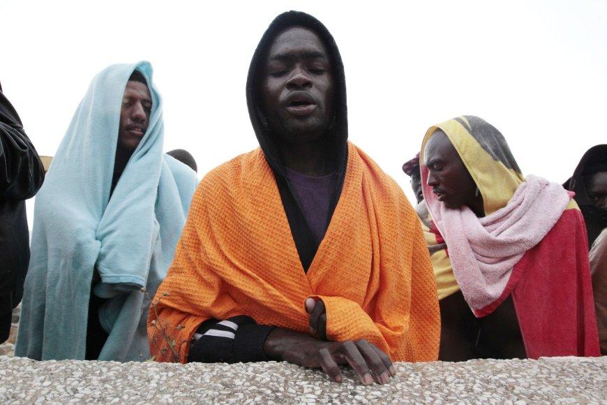 Italijos krantą pasiekę nelegalūs migrantai iš Afrikos