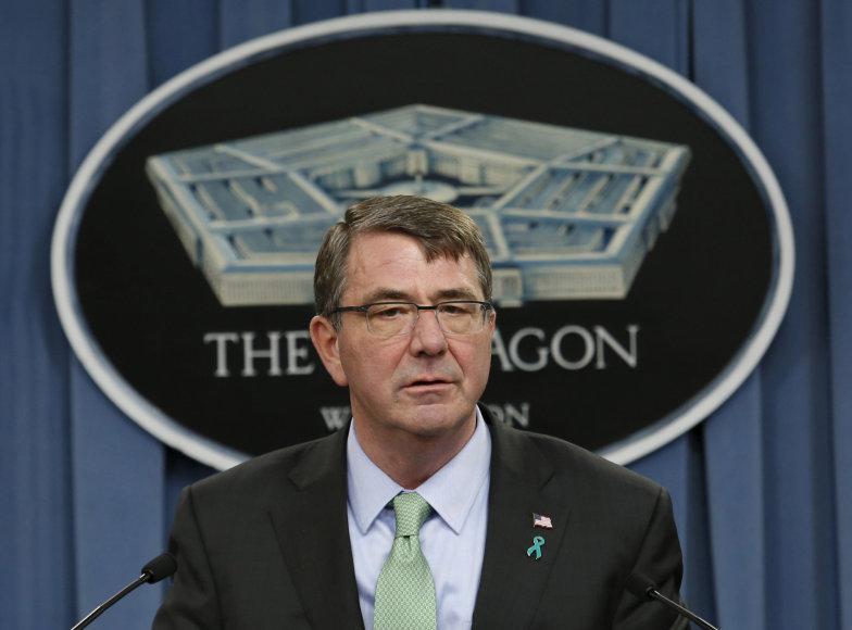 Ashtonas Carteris pranešė apie sėkmingą operaciją Sirijoje.