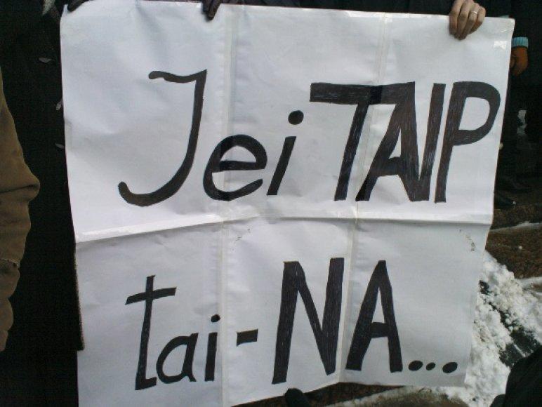 Mitingas ir riaušės prie Seimo sausio 16 d., dviprasmiškas plakatas