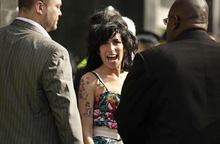 Amy Winehouse šypsena