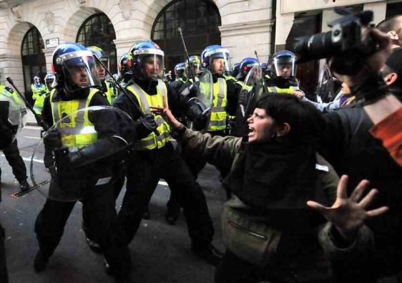 Demonstrantų ir policijos susirėmimas