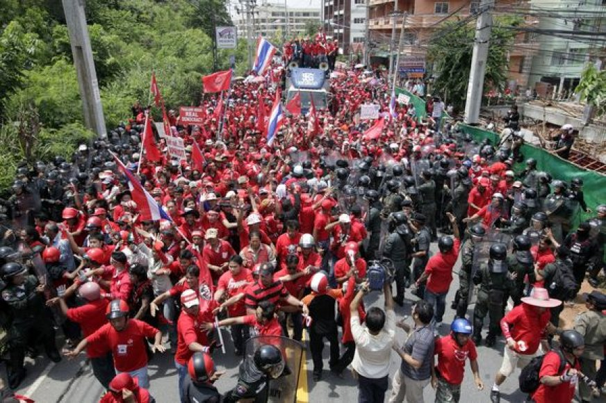 Protestuotojai pasiekė užtvertą teritoriją.