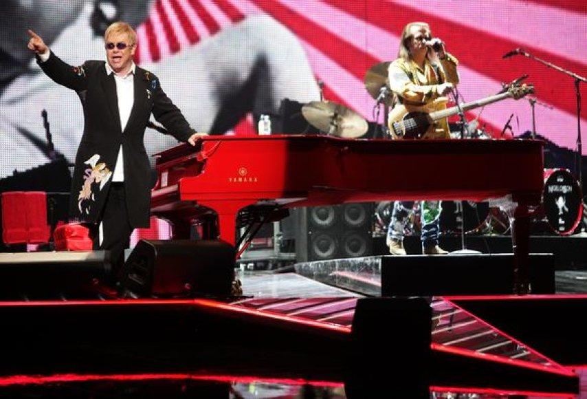 Eltonas Johnas koncertavo Stokholme