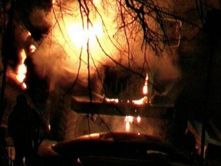 Rusijos radikalai sudegino policijos sunkvežimį