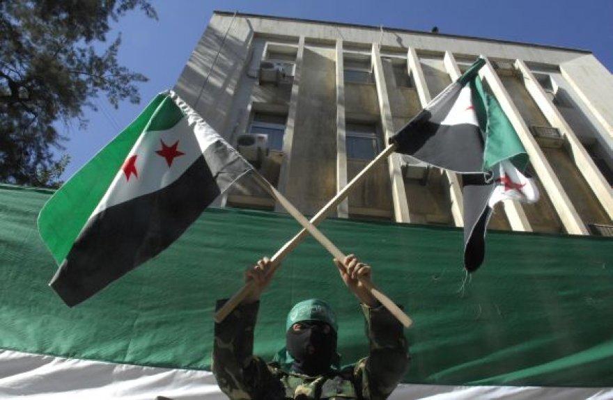 Sirijos revoliucionierius Beirute, prie Rusijos ambasados