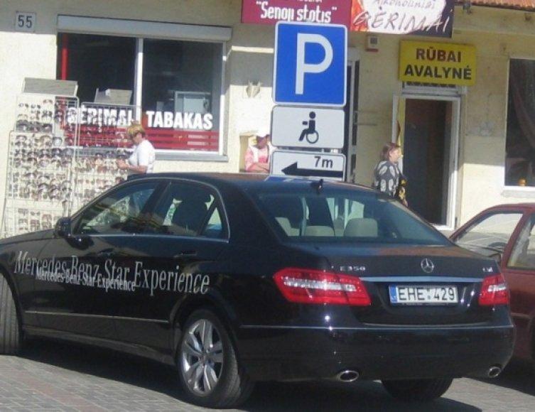 Kelmės neigalusis su Mercedes Benz