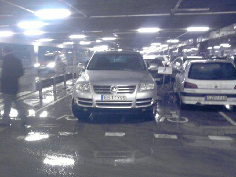 """""""Peugeot"""" ir """"Volkswagenas"""" Akropolio aikštelėje"""