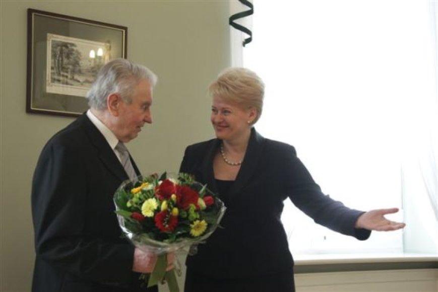 Prezidentė pasveikino J.Marcinkevičių