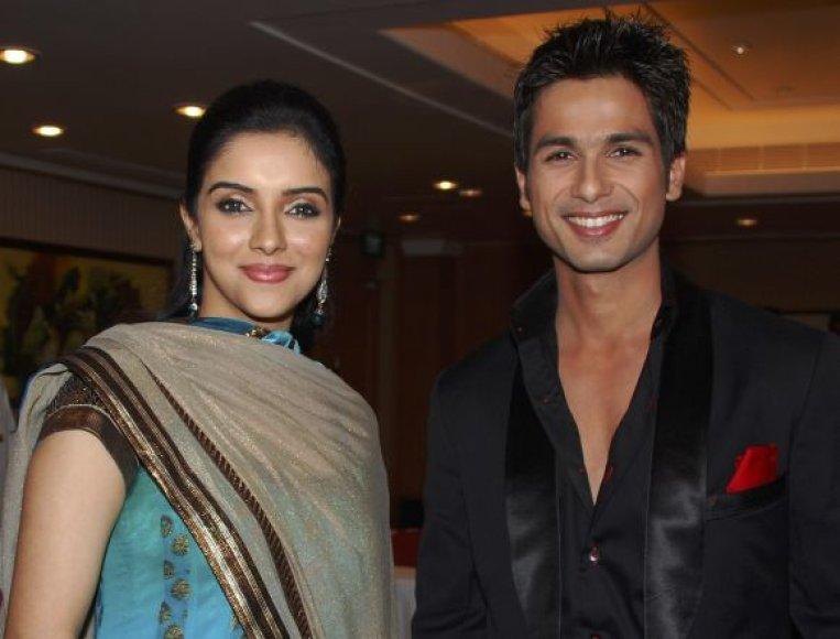 Bolivudo aktoriai Asin ir Shahidas Kapuras