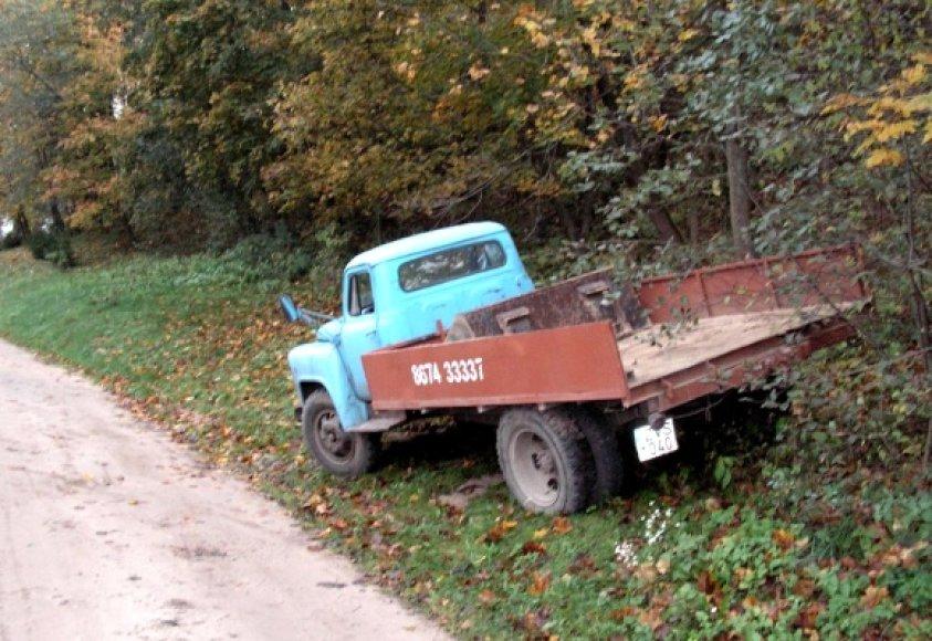 Fotopolicija: statybinkų automobilis parke