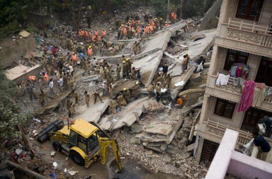 Sugriuvęs namas Delyje, Indijoje