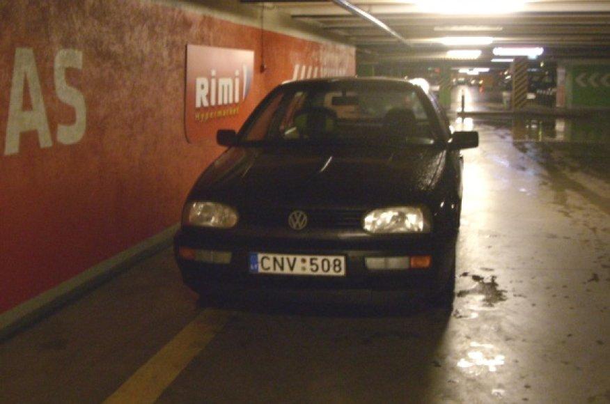 Fotopolicija: VW ties geltona linija, draudžiančia sustoti