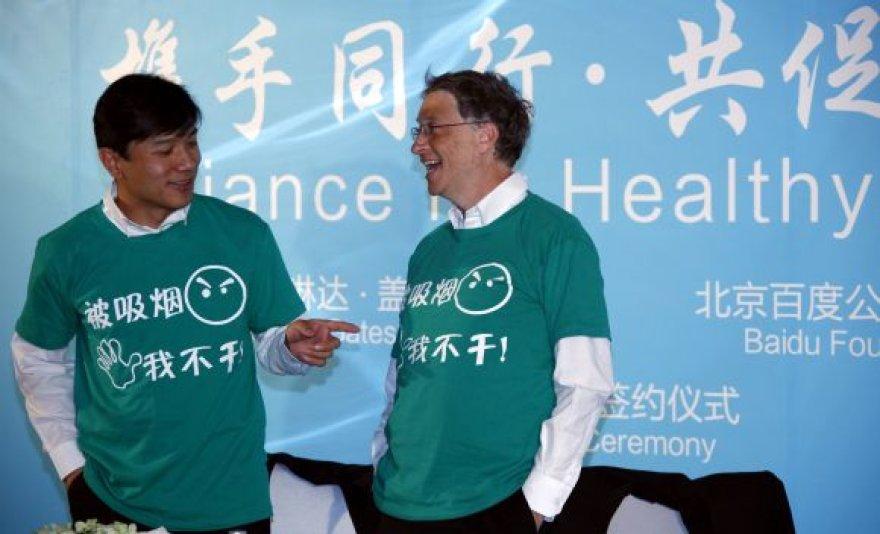 Billas Gatesas kovoja prieš rūkymą Kinijoje