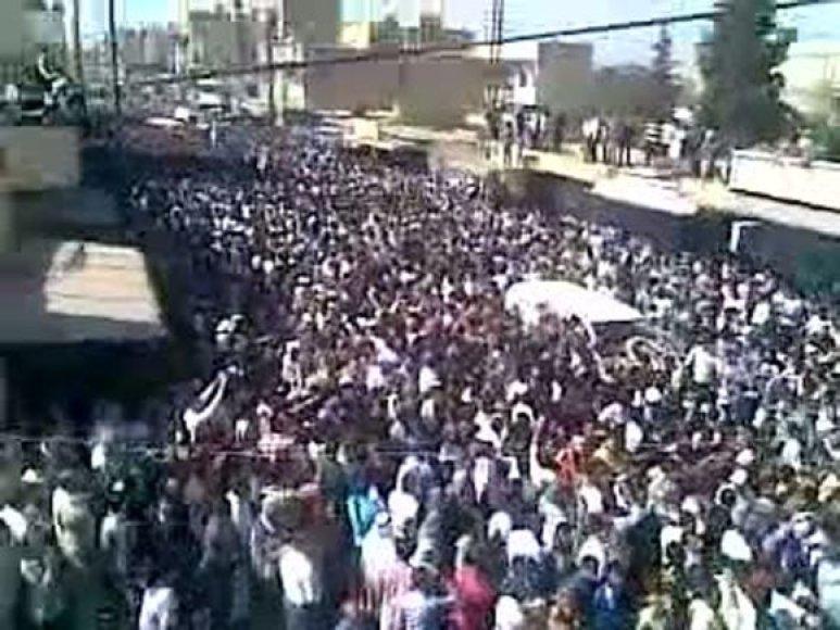 Apšaudyta kurdų laidotuvių procesija