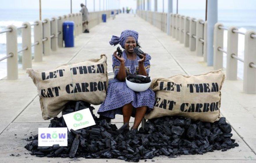 Aktyvistė JT klimato kaitos konferencijos metu siūlė valgyti anglį
