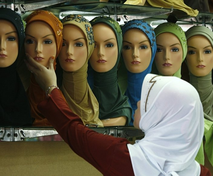 Hidžabas – tradicinis musulmonių galvos apdangalas.