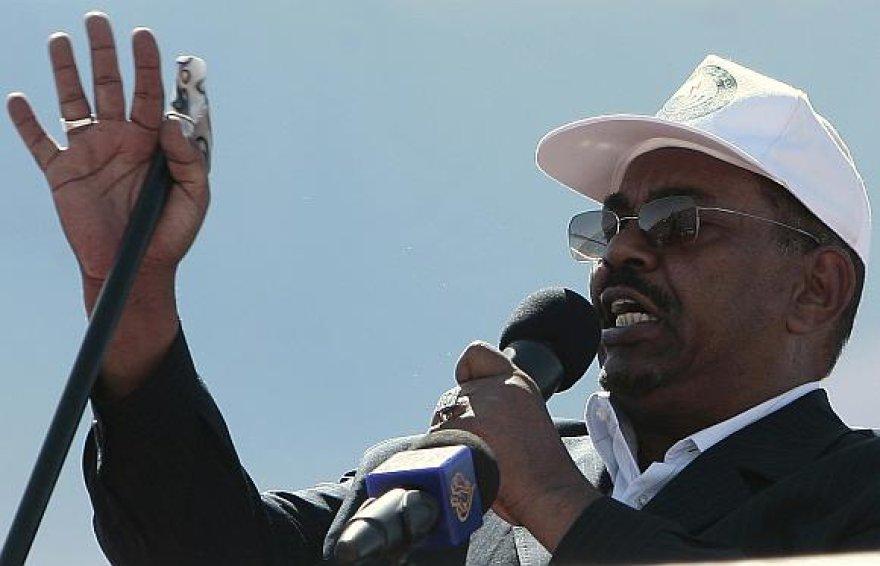 Omaras Hassanas al Bashiras pareiškė, kad jo arešto orderis yra niekinis dokumentas.