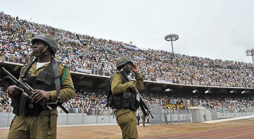 Tvarką ir saugumą Amadou Ahidjo stadione per popiežiaus aukotas mišias prižiūrėjo Kamerūno kariai.