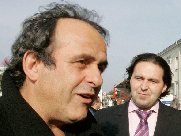 UEFA organizacijoje aukštesnes pareigas už L.Varanavičių (d.) ir kitus Vykdomojo komiteto narius užima tik UEFA prezidentas prancūzas Michelis Platini.