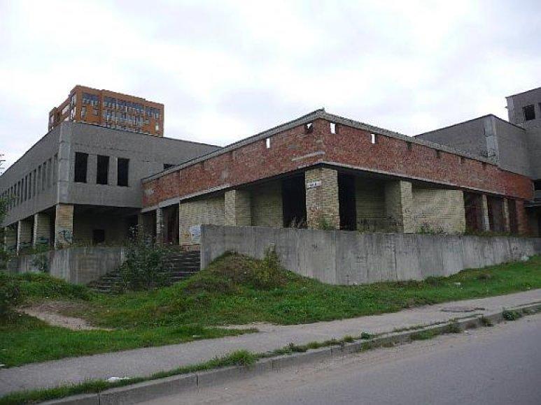 Beveik 5 tūkst. kv. m ploto pastatą bei aplink jį esantį žemės sklypą nesėkmingai bandyta parduoti jau 2 kartus.