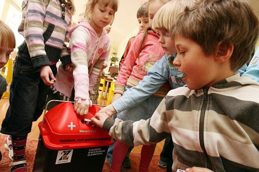 """Kauno """"Kūlverstuko"""" lopšelio-darželio auklėtiniai sunešė daugiau nei 70 kg baterijų, kurios buvo renkamos į specialią dėžę."""