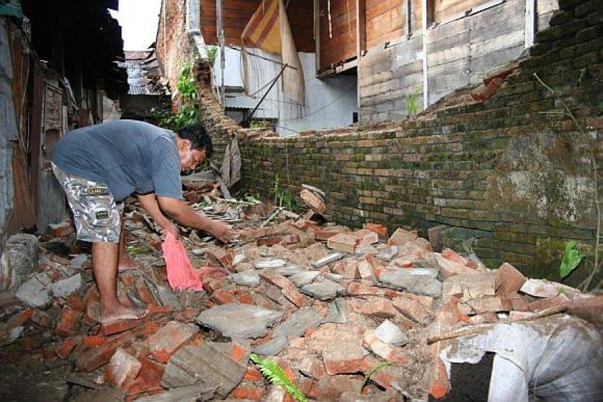 Nors žemės drebėjimas buvo gana stiprus, didelių sugriovimų išvengta