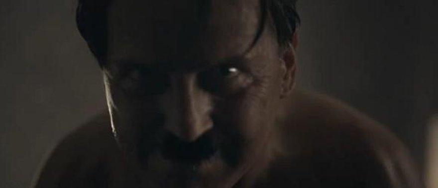 Reklaminiame klipe Adolfas Hitleris įkūnija AIDS grėsmę.