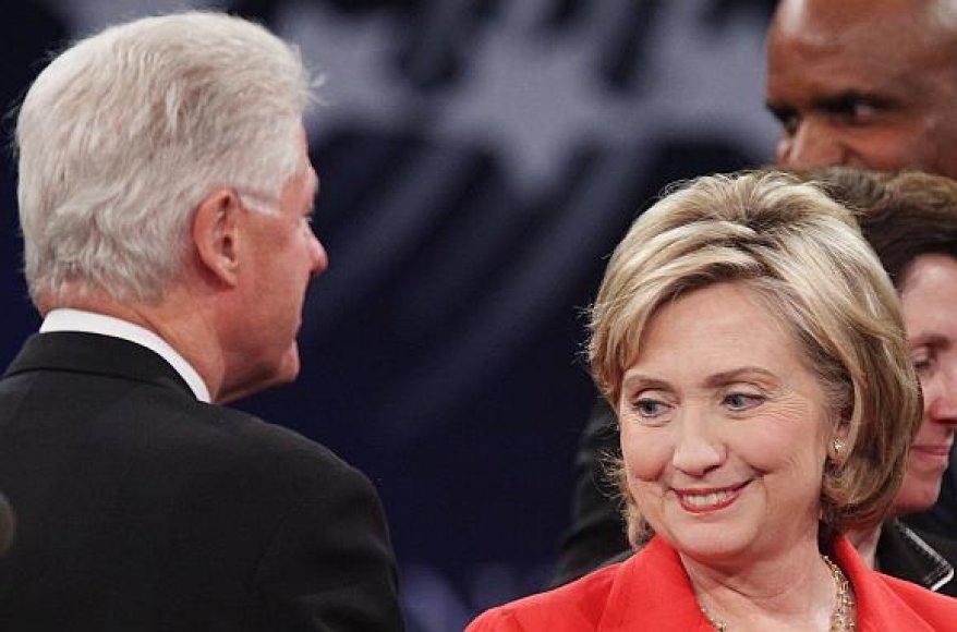 Billas Clintonas negailėjo pagyrų savo žmonai Hillary