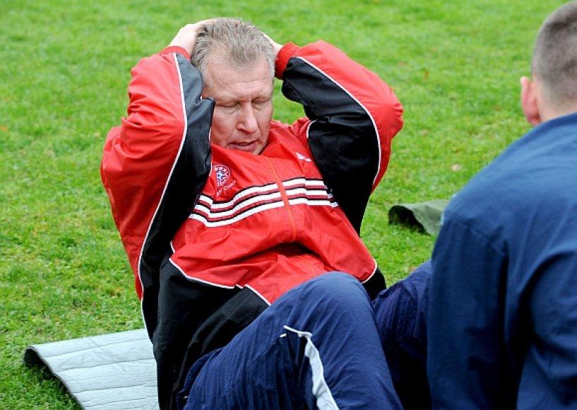Kariuomenės vadas Arvydas Pocius išlaikė fizinio parengtumo testą.