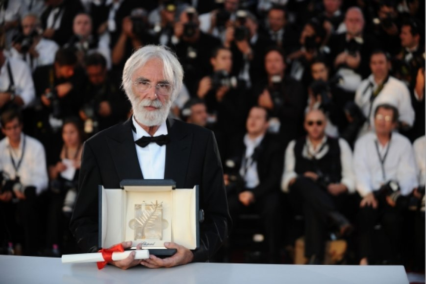 """Anksčiau šiemet Michaelis Haneke už savo filmą """"Balta juosta"""" jau buvo gavęs prestižinį Kanų kino festivalio apdovanojimą – """"Auksinę palmės šakelę""""."""