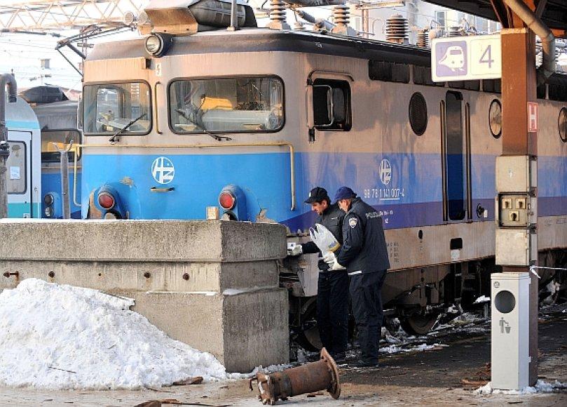 Zagrebe traukinys atsitrenkė į betoninį buferį.