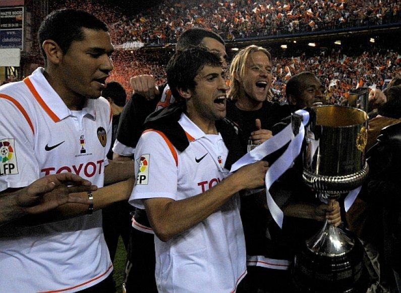 Luisas Miguelis Brito Garcia Monteiro (kairėje) su komandos draugais