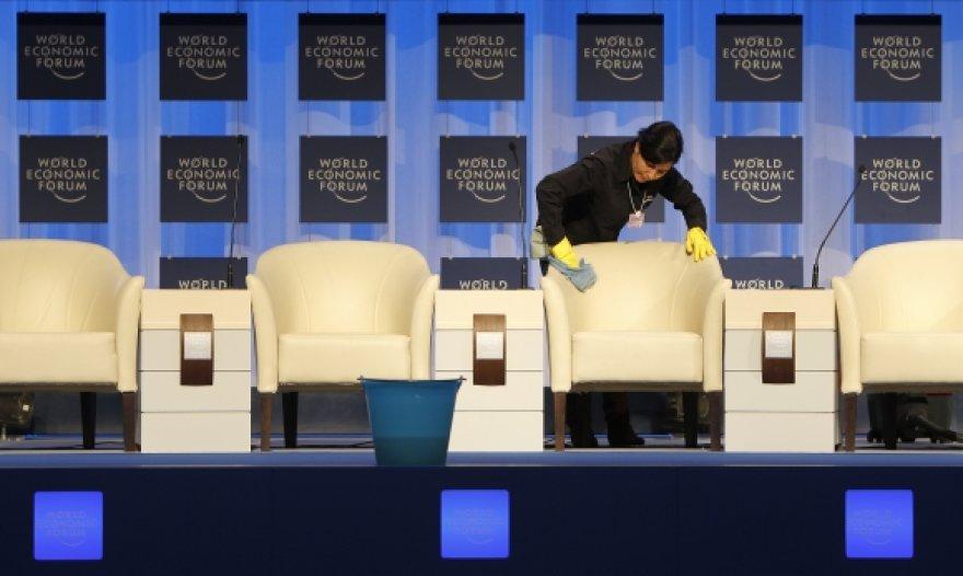 Davose vykstant paskutiniams pasirengimams prieš trečiadienį prasidėsiantį pasaulio ekonomikos forumą rastas negyvas saugumo tarnybos vadovas.