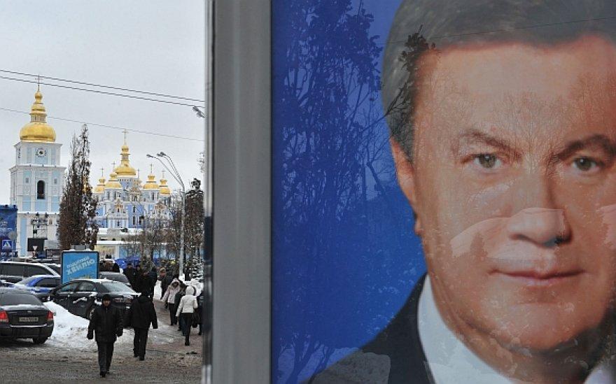 Viktoro Janukovyčiaus rinkimų agitacijos plakatas Kijevo gatvėje