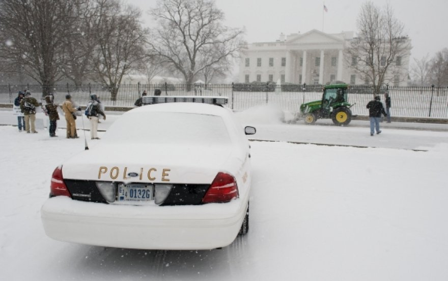 Apsnigti Baltieji rūmai