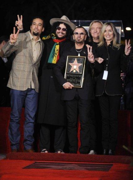 Ringo Starras (centre) nuo šiol turės savo žvaigždę.