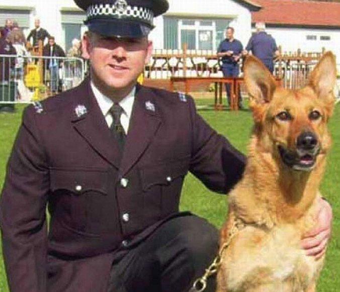 Markas Johnsonas ir vienas iš jo augintinių, Jetas, ne kartą tapo Didžiosios Britanijos tarnybinių šunų čempionato prizininkais.