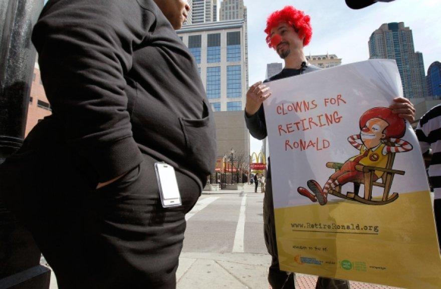 """JAV miestuose vyko akcjios, kurių dalyviai reikalavo, kad Ronaldas McDonaldas """"išeitų į pensiją"""""""