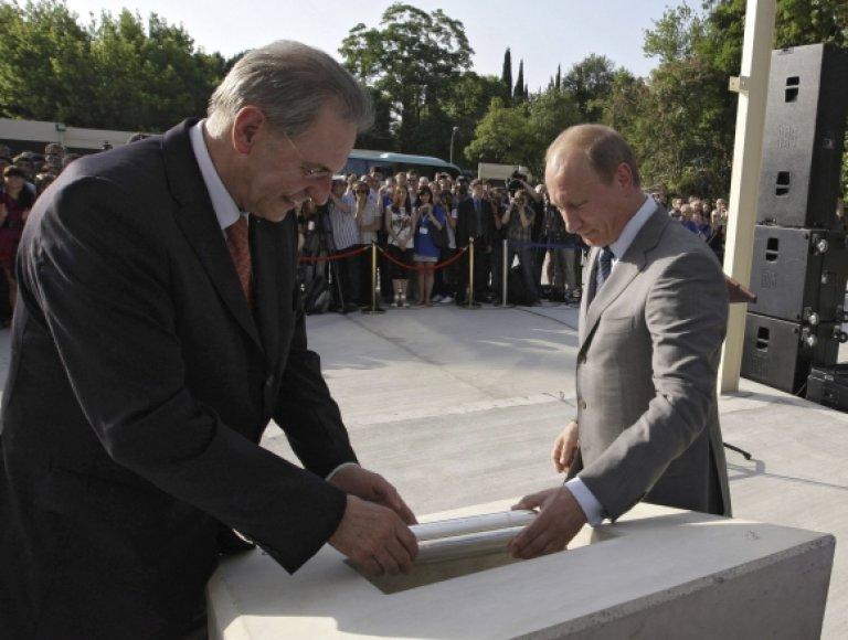 Jacques'as Rogge ir Vladimiras Putinas įleido atminimo kapsulę.