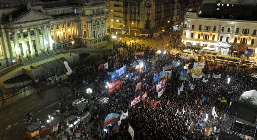Prie Argentinos parlamento buvo susirinkusi milžiniška homoseksualių santuokų rėmėjų minia.