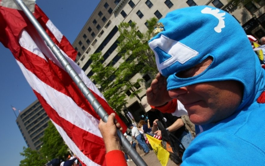 Žmogus su Kapitono Amerikos kostiumu