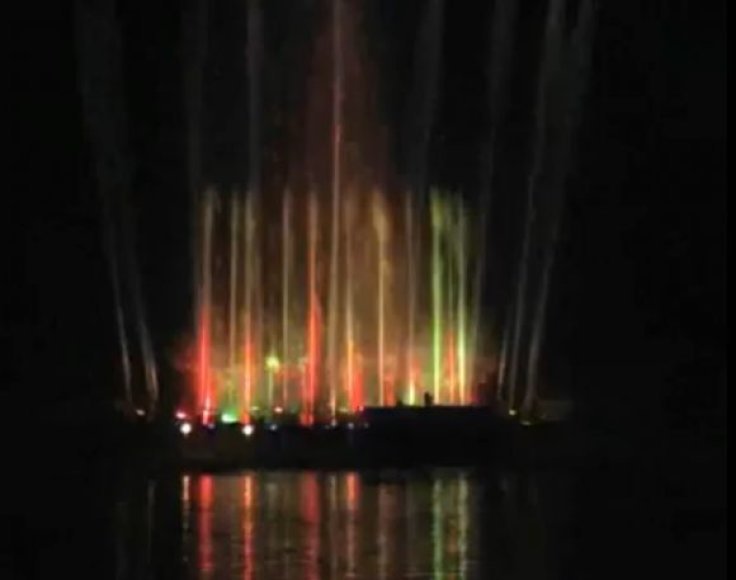 Taip atrodė veikiantis fontanas Ančios ežere.